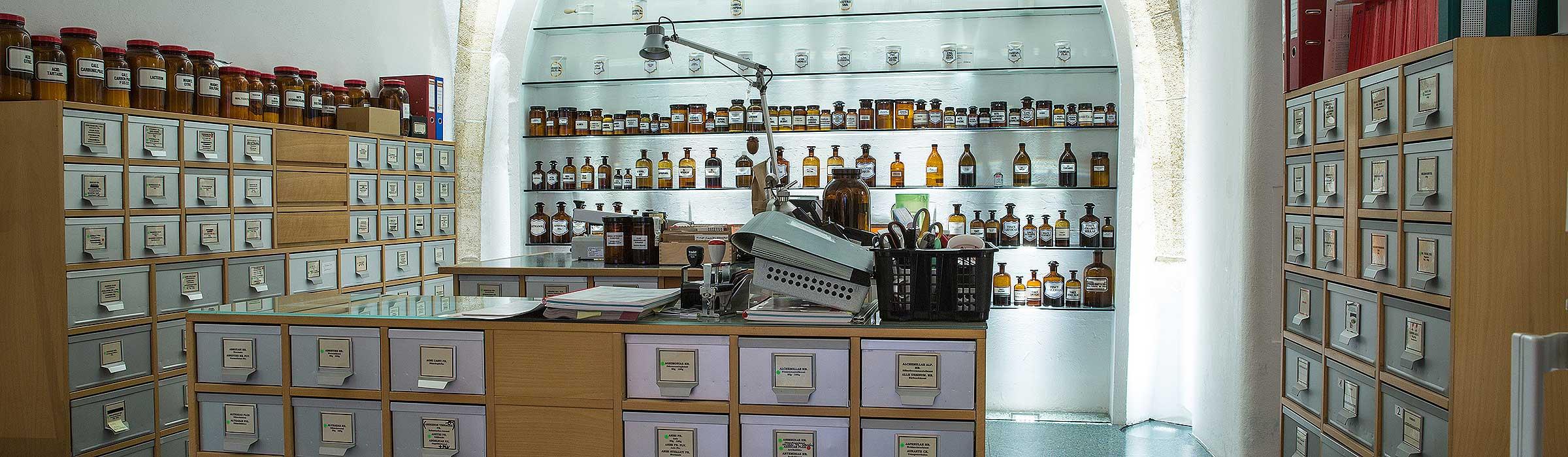Alte Kronen Apotheke . Tradition und moderne Pharmazie ist kein Widerspruch